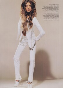 Meisel_US_Vogue_May_2004_12.thumb.jpg.81adddd28449555a494cf4e8c4ba9a43.jpg