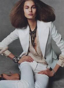 Meisel_US_Vogue_May_2004_18.thumb.jpg.c83f39806e616bce67696d521c601c50.jpg
