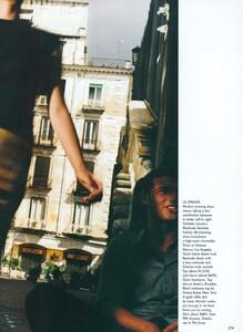 Testino_US_Vogue_December_1998_18.thumb.jpg.b2e038cd439cbea5b14ae911764153fe.jpg