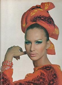 View_Penn_US_Vogue_July_1965_02.thumb.jpg.628a1171ab02ee42518e54a6d7eb54f8.jpg