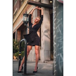 katherine-mcnamara-on-the-set-of-a-photoshoot-october-2020-6.jpg