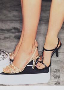 von_Unwerh_US_Vogue_May_1996_06.thumb.jpg.fac84f024455e2099f55aeb116b62a08.jpg