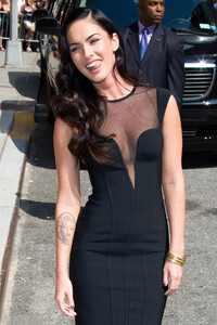 00001_Preppie_-_Megan_Fox_at_the_Late_Show_with_David_Letterman_-_June_25_2009_911_2598_122_101lo.jpg