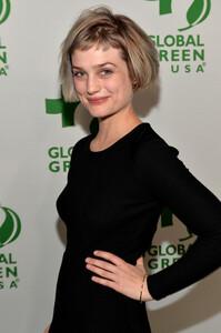 Alison+Sudol+Arrivals+Global+Green+USA+11th+IuqBx7-NWbbl.jpg