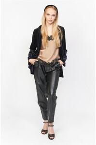 pantalon-cuir-vegan-aria (1) lola alcaluzac.jpg