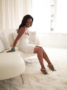 Robin Givens - white dress.jpg