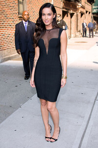 99952_Preppie_-_Megan_Fox_at_the_Late_Show_with_David_Letterman_-_June_25_2009_910_4583_122_548lo.jpg