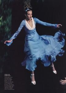 Alice_Leibovitz_US_Vogue_December_2003_06.thumb.jpg.c2d5641a320ab5d3bf42aa7146b59649.jpg