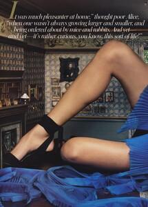 Alice_Leibovitz_US_Vogue_December_2003_08.thumb.jpg.c172ad1c668504c0c6fbd93ddfb36290.jpg