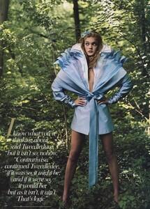 Alice_Leibovitz_US_Vogue_December_2003_17.thumb.jpg.12cd628679da746097e7224a0452336b.jpg