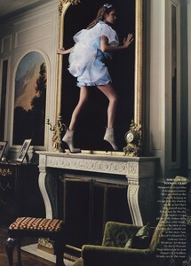 Alice_Leibovitz_US_Vogue_December_2003_25.thumb.jpg.b16e6dccb5c88d6901f2ab6f9b237b83.jpg