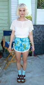 Alison-Sudol-singer-American_sexy_pic.jpg
