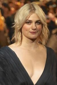 Alison-Sudol_-Fantastic-Beasts-The-Crimes-of-Grindelwald-Premiere--05.jpg