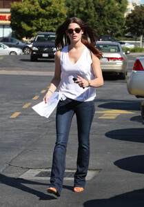 Ashley-Greene-Out-in-Los-Angeles-1.jpg