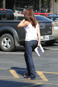 Ashley-Greene-Out-in-Los-Angeles-4.jpg
