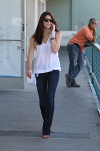 Ashley-Greene-Out-in-Los-Angeles-7.jpg