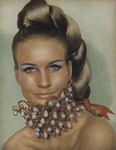 Beauty_US_Vogue_October_15th_1965_02.thumb.jpg.3a6c541fff0e0c007ea45cc1533d470a.jpg