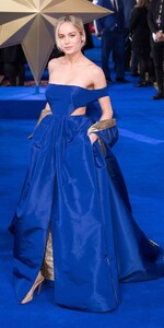 Brie-Larson-long-blue-dress.jpg