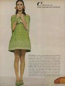 Chiffon_Waldeck_US_Vogue_April_1st_1968_03.thumb.jpg.a86cf52f1270eda8bf137f34791a0d9c.jpg