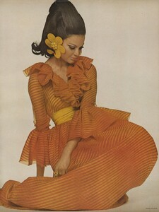 Chiffon_Waldeck_US_Vogue_April_1st_1968_04.thumb.jpg.205991b4ed4d6fcfdf0c5ed2a24aaee8.jpg
