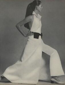 Curves_Waldeck_US_Vogue_April_1st_1968_02.thumb.jpg.7c8dc1e6c2ba952048511854769cd1ba.jpg