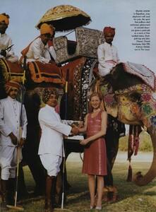 Elgort_US_Vogue_June_1999_13.thumb.jpg.fa423948cfc21b4e00e2a9d74444a1dd.jpg
