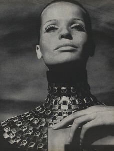Horst_Rubartelli_US_Vogue_April_1st_1968_04.thumb.jpg.58434e8c17d05260b64ac128edef8d87.jpg