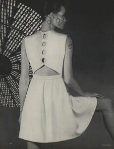 Horst_Rubartelli_US_Vogue_April_1st_1968_07.thumb.jpg.6501b46f49de17b757faaee557d3abe5.jpg