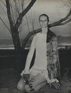 Horst_Rubartelli_US_Vogue_April_1st_1968_10.thumb.jpg.656765fb43511739bed87e48bfca5316.jpg