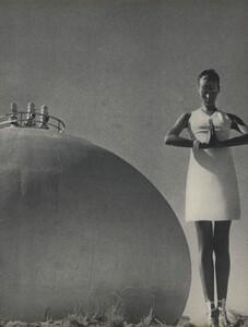 Horst_Rubartelli_US_Vogue_April_1st_1968_12.thumb.jpg.95044d81a5b5eaa9de74c4b4dc18c17f.jpg