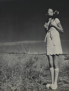 Horst_Rubartelli_US_Vogue_April_1st_1968_14.thumb.jpg.2e3e43189e3321911e4ca85d07f96928.jpg