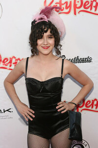 June-17-Katy-Perry-Record-Release-Party-shannon-woodward-14022853-401-600.jpg