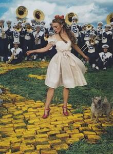 Leibovitz_US_Vogue_December_2005_07.thumb.jpg.cd0182f817bae61b4f2ed8ac516eb89b.jpg