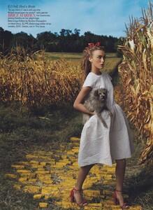 Leibovitz_US_Vogue_December_2005_08.thumb.jpg.8188976c77d03c4f91290847cbfd5fe2.jpg