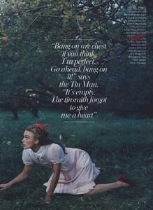 Leibovitz_US_Vogue_December_2005_11.thumb.jpg.d71b63042f7a5c3e313bfe82f1992361.jpg
