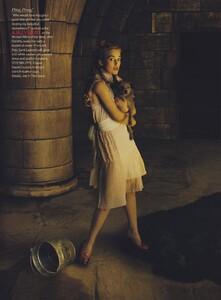 Leibovitz_US_Vogue_December_2005_20.thumb.jpg.0ba791956551f164eb8e30b1a94c22b9.jpg