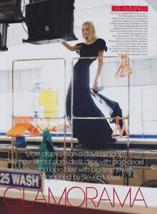 Meisel_US_Vogue_December_2005_01.thumb.jpg.ccb2979f89415c0db7e968f2ee336640.jpg