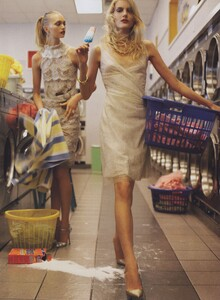 Meisel_US_Vogue_December_2005_06.thumb.jpg.7b7cfaaa4296cd10aaa680fcd1d18f54.jpg