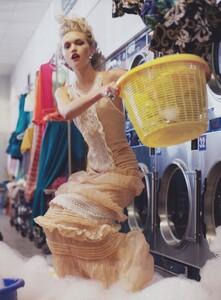 Meisel_US_Vogue_December_2005_11.thumb.jpg.d9a35a51f24a73f82af207fa2e220349.jpg