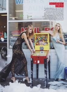 Meisel_US_Vogue_December_2005_12.thumb.jpg.e5f1a5351a44034cd2d0648f4f3d6012.jpg