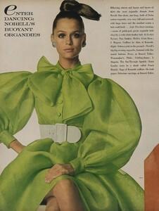 Norell_Waldeck_US_Vogue_April_1st_1968_01.thumb.jpg.19365793f45eada6176f472003fc51f0.jpg