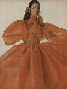 Norell_Waldeck_US_Vogue_April_1st_1968_02.thumb.jpg.50c3f90cf39e5e8f7f076318f0efcc21.jpg
