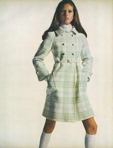 Stern_US_Vogue_January_15th_1969_06.thumb.jpg.102008615845d08aea2b6953f3353bdf.jpg