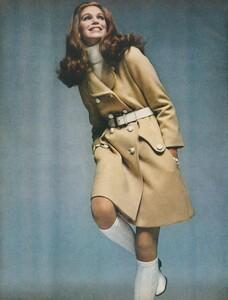 Stern_US_Vogue_January_15th_1969_09.thumb.jpg.1625cb22c93126fa7f8616341a389aae.jpg