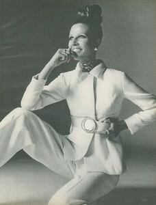 Stern_US_Vogue_January_15th_1969_14.thumb.jpg.6d34a096a50eb694dcdc6d9c01edead8.jpg