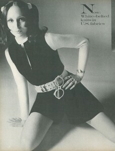 Stern_US_Vogue_January_15th_1969_15.thumb.jpg.2896da5bd19a51b425ce95086bad0ae2.jpg