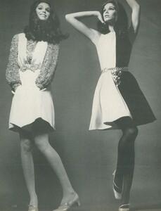Stern_US_Vogue_January_15th_1969_21.thumb.jpg.6b25f9874a1f37dd54f6f87980666635.jpg