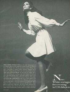Stern_US_Vogue_January_15th_1969_22.thumb.jpg.1deb75fbc850dde7cd977a4fbee2f9a3.jpg