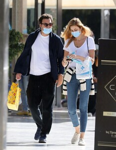 ana-beatriz-barros-and-karim-el-chiaty-out-in-athens-10-24-2020-2.jpg