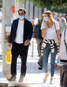 ana-beatriz-barros-and-karim-el-chiaty-out-in-athens-10-24-2020-7.jpg